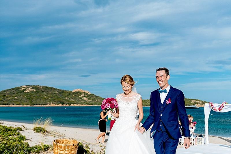 Matrimonio Spiaggia Bali : Matrimonio in spiaggia sardegna cala di volpe